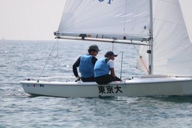 ヨットに乗っている写真