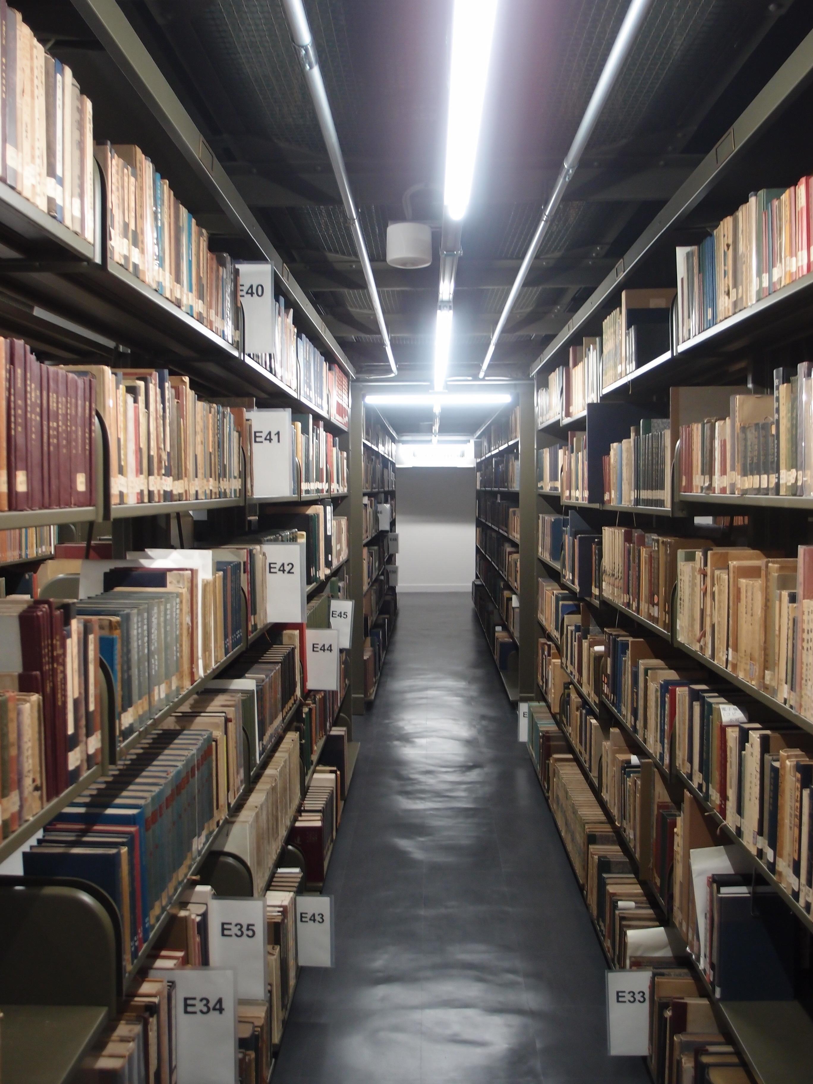 総合図書館書庫.JPG